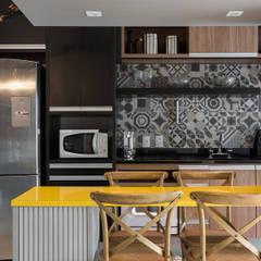 Kitchen by Studio Ideação, Classic