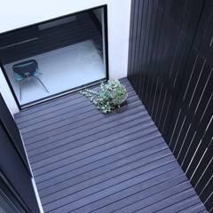 中庭のある家 OUCHI-04: 石川淳建築設計事務所が手掛けた庭です。