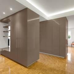 Apartamento - Póvoa de Varzim: Corredores e halls de entrada  por e|348 arquitectura