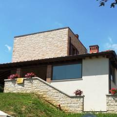 abitazione  privata: Scale in stile  di TuscanBuilding - Studio tecnico di progettazione