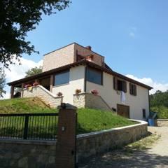 abitazione rurale in casentino (Italy): Giardino in stile  di TuscanBuilding - Studio tecnico di progettazione