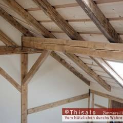Dachausbau mit Galerie: landhausstil Wohnzimmer von Thisalo GmbH