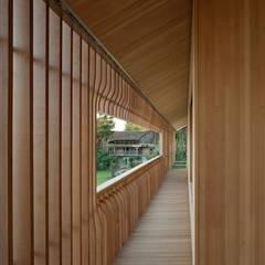Inspirações: Corredores e halls de entrada  por Drevo - Construção e Reabilitação em Madeira, Unipessoal, Lda