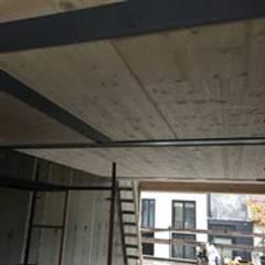 Construção de Moradia em França - Obra a decorrer 2018: Telhados  por Drevo - Construção e Reabilitação em Madeira, Unipessoal, Lda