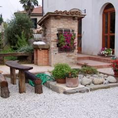 Ristrutturazione Agriturismo: Giardino in stile  di Arch. Della Santa Giorgio