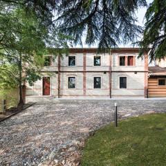 """""""La Loggia"""" di Villa Zileri, una ristrutturazione prestigiosa.: Casa unifamiliare in stile  di HAUME - abitazioni in legno"""