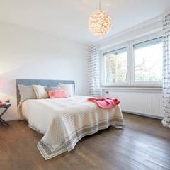 Exponierte Unternehmervilla in Bestlage - Schlafen:  Schlafzimmer von Tschangizian Home Staging & Redesign