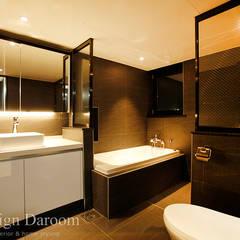 광장동 현대홈타운 12차 55평형 안방욕실: Design Daroom 디자인다룸의  화장실