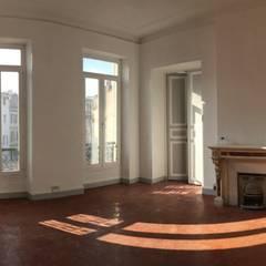 Rénovation Breteuil: Salon de style de style Classique par Claire de Bodinat / Archidesign