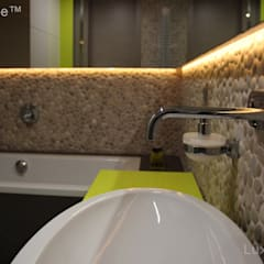 Pebble tile bathroom - Beige Pebble Tiles: tropical Bathroom by Lux4home™ Indonesia