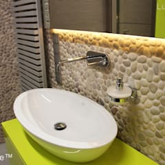 Beige Pebble tile bathroom wall - Beige Pebble Tiles:  Bathroom by Lux4home™ Indonesia