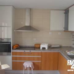 Interior#003: Cozinhas  por Factor4D - Arquitetura, Engenharia & Construção