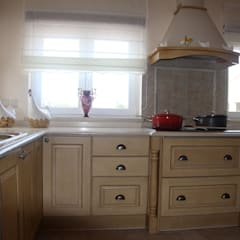 Muebles de cocinas de estilo  por Moderestilo - Cozinhas e equipamentos Lda