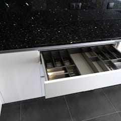 Keukenblokken door Moderestilo - Cozinhas e equipamentos Lda