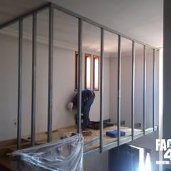 """Xtreme Makeover@Hall """"aka"""" Closet Closets clássicos por Factor4D - Arquitetura, Engenharia & Construção Clássico"""