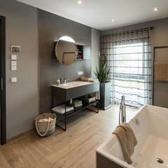 MAXIM - Das Einfamilienhaus mit separater Einliegerwohnung:  Badezimmer von FingerHaus GmbH - Bauunternehmen in Frankenberg (Eder)