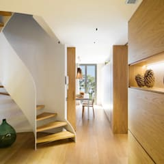 Escaleras de estilo  por The Room Studio
