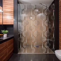 Box doccia: Bagno in stile  di Shiny Glass Tiles