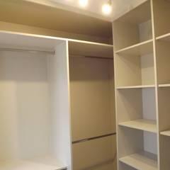 Reformas integrales en Madrid: Dormitorios de estilo  de Almudena Madrid Interiorismo, diseño y decoración de interiores