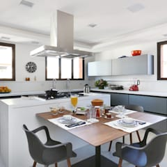Apto Moema - Cozinha: Cozinhas embutidas  por Start Arquitetura
