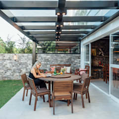 Balcony by Carolina Burin Arquitetura Ltda