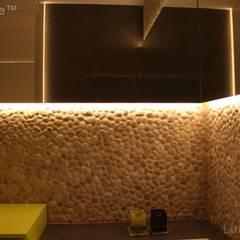 Bezowe otoczaki w lazience na scianie - otoczaki na sciany: styl , w kategorii Łazienka zaprojektowany przez Lux4home™