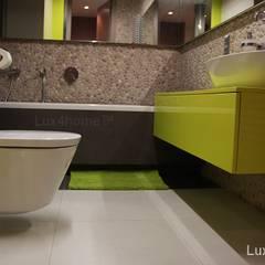 Beżowe otoczaki na ściany i podłogi do łazienki: styl , w kategorii Łazienka zaprojektowany przez Lux4home™