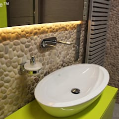mozaika kamienna do łazienki - otoczaki beżowe plastry: styl , w kategorii Ściany zaprojektowany przez Lux4home™