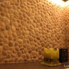 Beżowe otoczaki na ściany i podłogi do łazienki: styl , w kategorii Ściany zaprojektowany przez Lux4home™