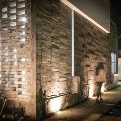 Corregidora, Qro.: Casas de estilo  por BIN arquitectura,