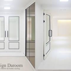 광장동 현대홈타운 53평형: Design Daroom 디자인다룸의  복도 & 현관,모던