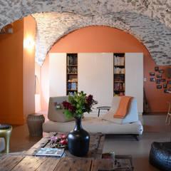 Aménagement de deux plateaux en duplex dans un Château: Salon de style  par Koya Architecture Intérieure