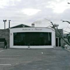 Ampliação da Zona de Venda ao Público - Pastelaria: Espaços de restauração  por PE. Projectos de Engenharia, LDa