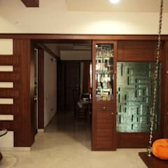 Portas interiores  por Bhavana Interiors Decorators