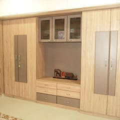 Dressing room by Bhavana Interiors Decorators