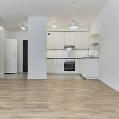 Klasycznie na biało: styl , w kategorii Kuchnia zaprojektowany przez Perfect Space