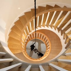 Private residence, Hampshire:  Stairs by Claire Spellman Lighting Design