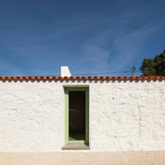 Casa Chanca: Paredes  por Manuel Tojal Architects
