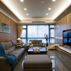 Ruang Keluarga oleh 青築制作