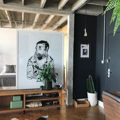Reforma de apartamento no Edifício Copan: Escadas  por Rehabitat Construção e Reforma Inteligente
