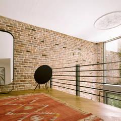 Boyman Arslan Architects – Teşvikiye Ev:  tarz Duvarlar