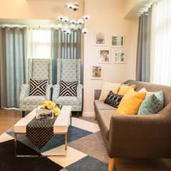Meranti at Two Serendra:  Living room by TG Designing Corner