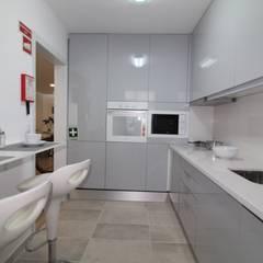 Nhà bếp by Joana Neto | Interiores