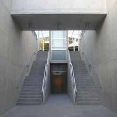 Passagem Subterrânea - EBIAH - São Bento: Escolas  por PE. Projectos de Engenharia, LDa