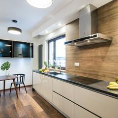 Apartament Kolonialny: styl , w kategorii Kuchnia zaprojektowany przez KODO projekty i realizacje wnętrz