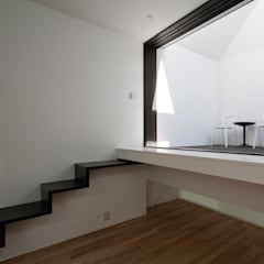 リビングにバルコニーのある家 OUCHI-25: 石川淳建築設計事務所が手掛けたテラス・ベランダです。