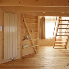 かみのっぽろの家~老後に備えたロフト付の平屋の住まい~: 及川敦子建築設計室/ATSUKO-OIKAWA Architects Studioが手掛けた寝室です。