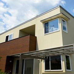 L字型の窓・庇が特徴的なパッシブ設計の家: タイコーアーキテクトが手掛けた一戸建て住宅です。