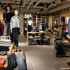 Sklep marli LEVIS w Pradze (Czechy): styl , w kategorii Centra handlowe zaprojektowany przez Bautech Sp. Z O.O.