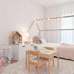 Dormitorios de niñas de estilo  por This Little Room